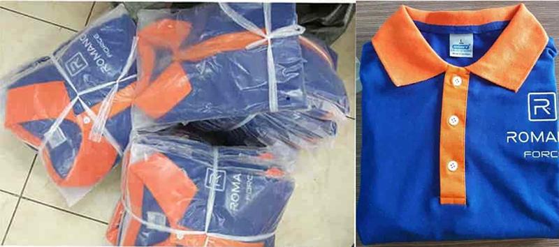 Áo thun được ủi xếp cẩn thận trước khi giao hàng cho khách