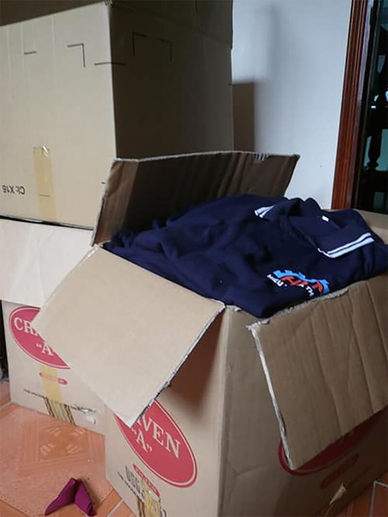 Giao hàng đồng phục áo thun máy vắt sữa bò Hiếu Nghĩa Thịnh