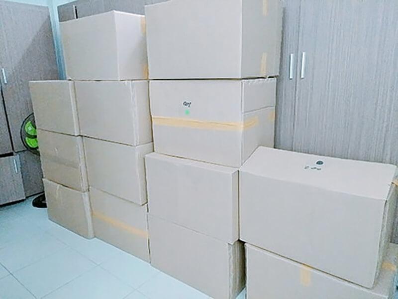 Đóng thùng giao hàng cho khách
