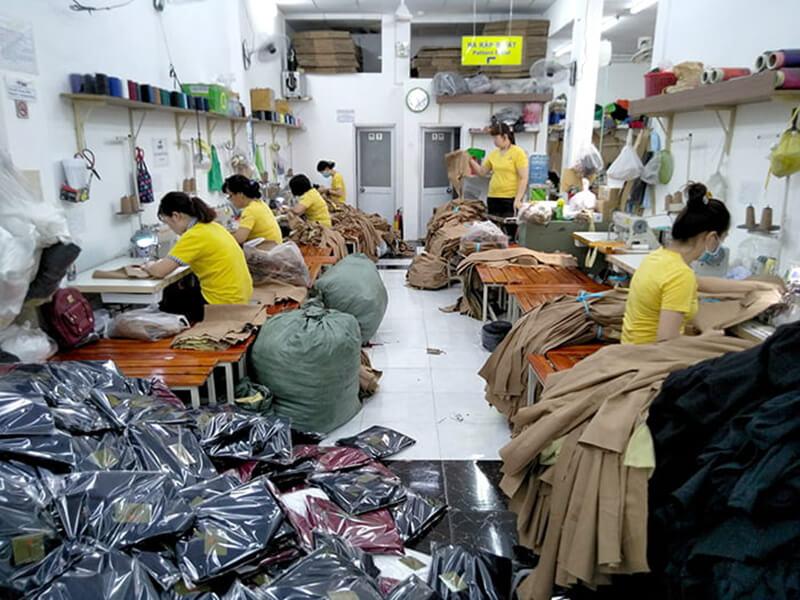 Xưởng may Dony đang may quần kaki bảo hộ lao động