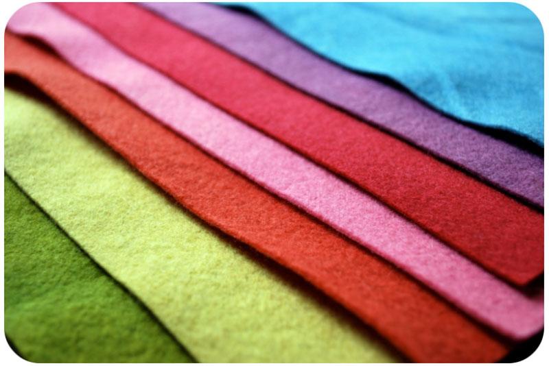 Kiểm tra chất liệu và màu sắc bằng cách so sánh trực tiếp