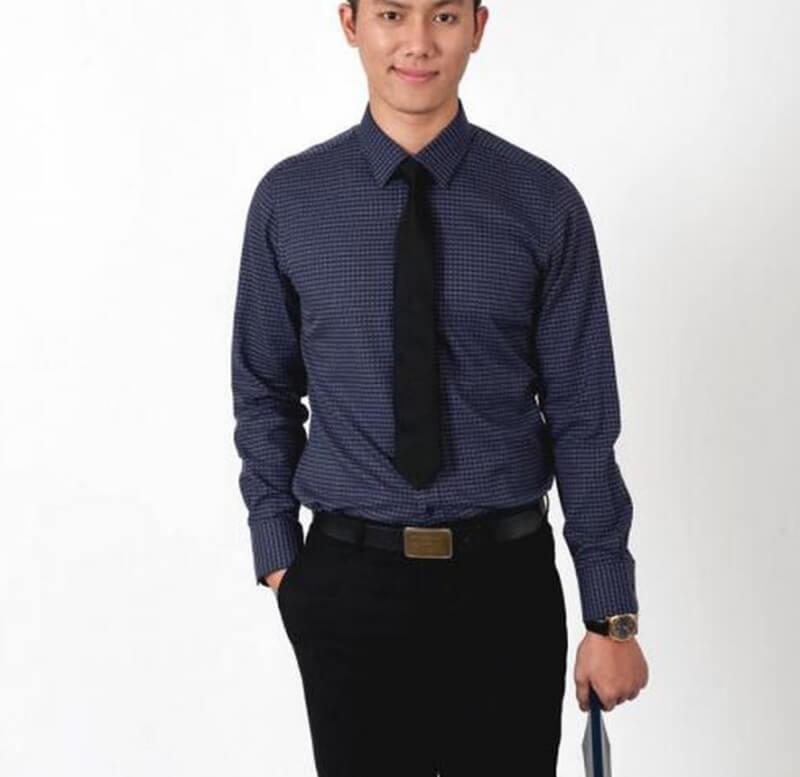 Kích thước vừa vặn sẽ giúp bạn mặc sơ mi đồng phục đẹp hơn