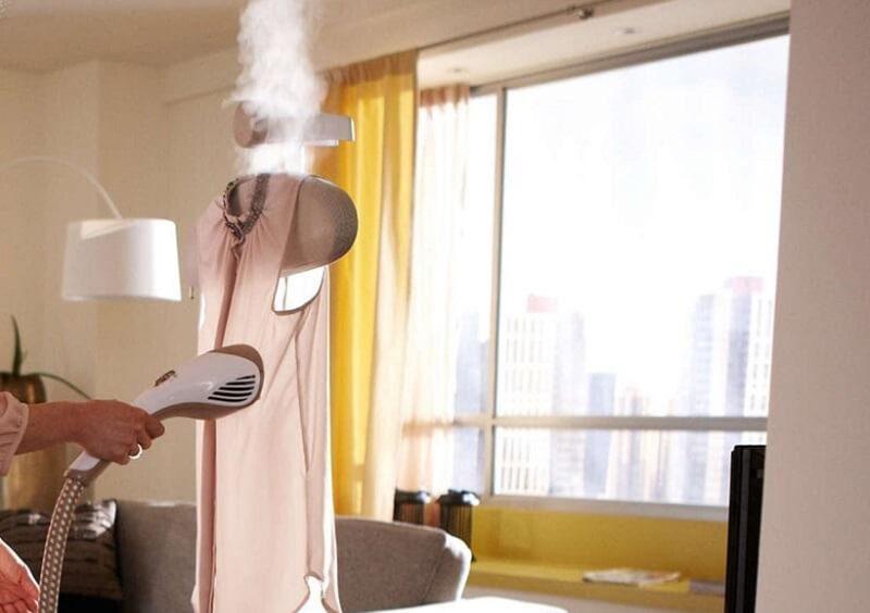 Cách sử dụng bàn ủi hơi nước ủi váy vải thô