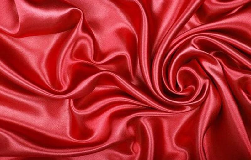 Lụa tơ tằm được dệt từ sợi tơ tằm thiên nhiên, mềm, mát và an toàn với sức khỏe