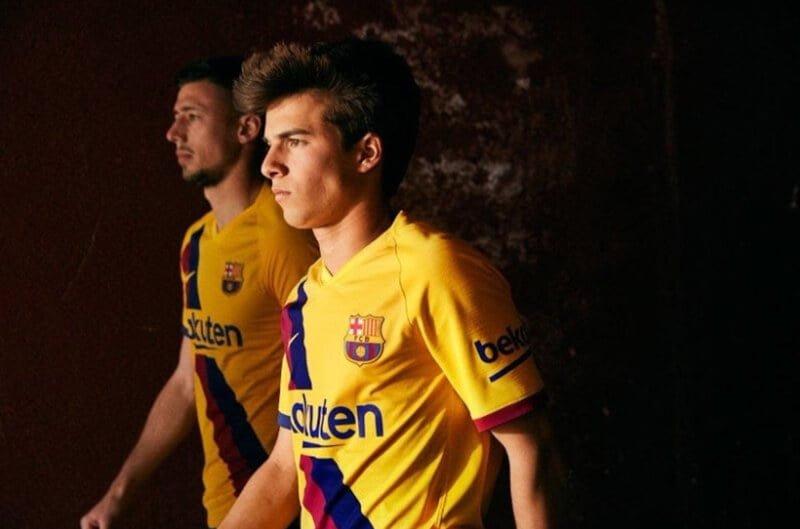 Mẫu quần áo đá banh theo đội tuyển, câu lạc bộ… rất được ưa thích