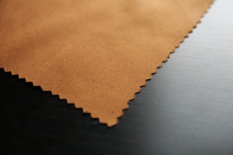 Vải kaki thích hợp để may áo khoác, sơ mi và trang phục bảo hộ vì có độ dày và độ bền cao