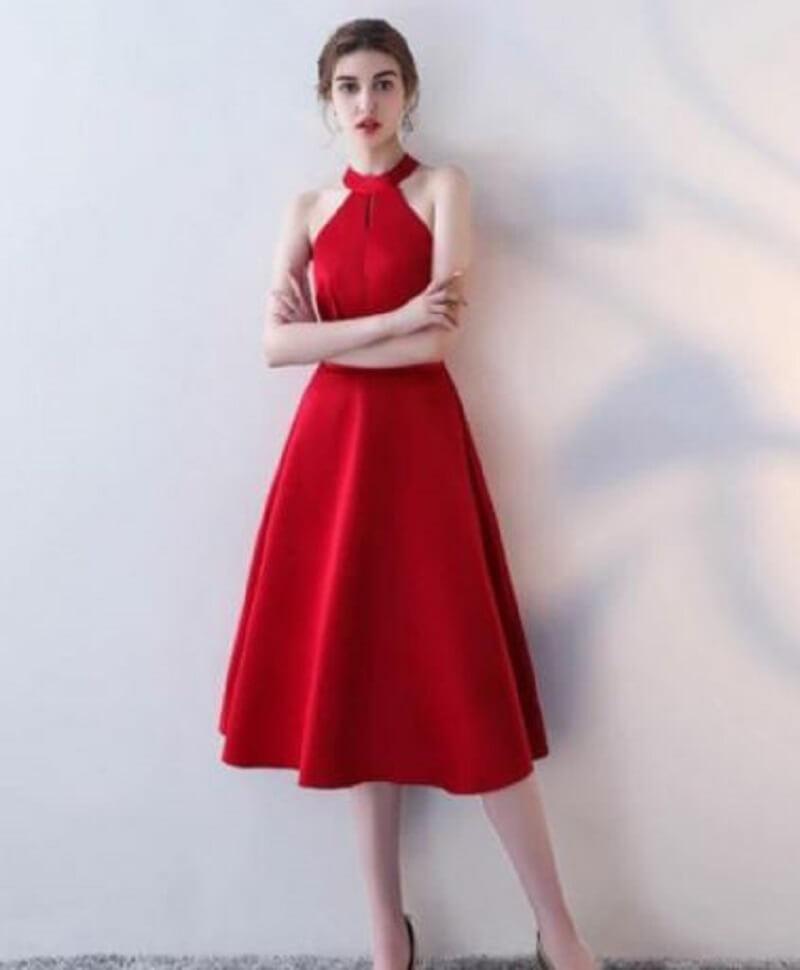 Đầm cổ yếm dáng dài thanh lịch, trẻ trung cho nàng công sở tham gia sự kiện