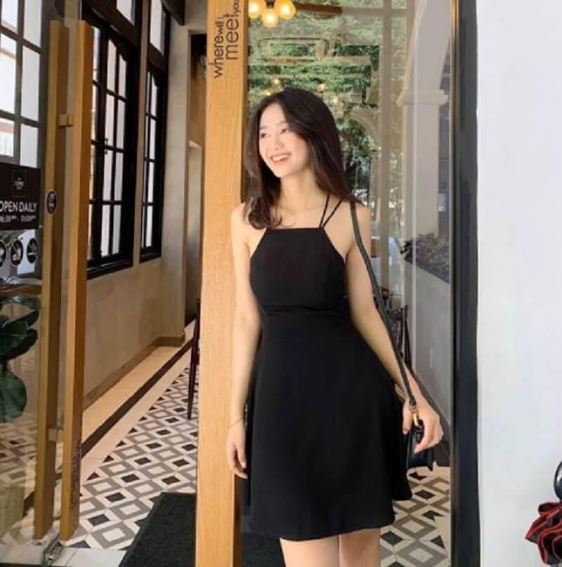 Đầm cổ yếm chữ A tinh tế, sang chảnh cho chị em công sở