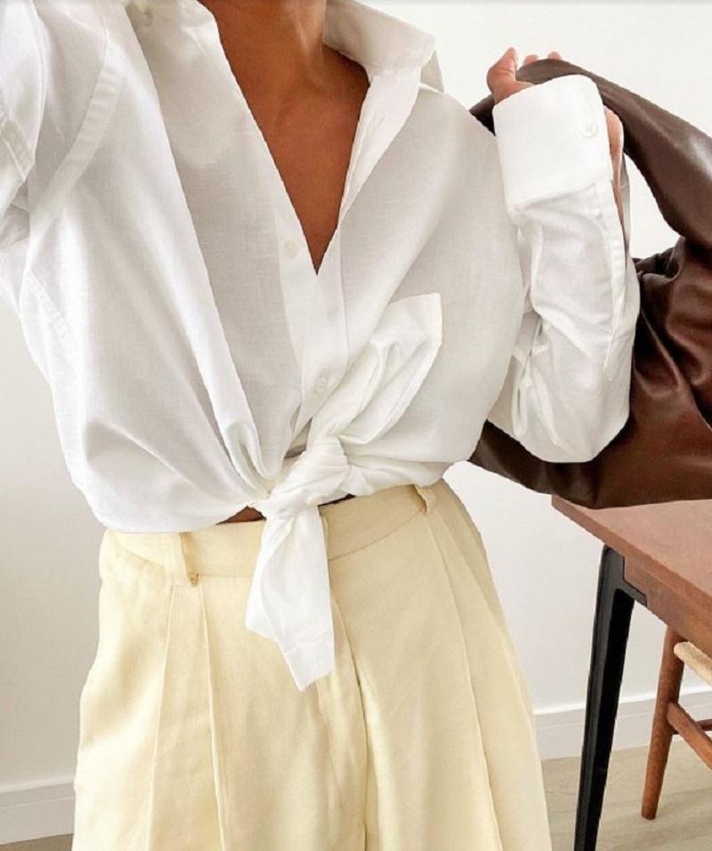 Sự kết hợp hoàn hảo giữa nước da ngăm đen và màu áo trắng tinh khôi