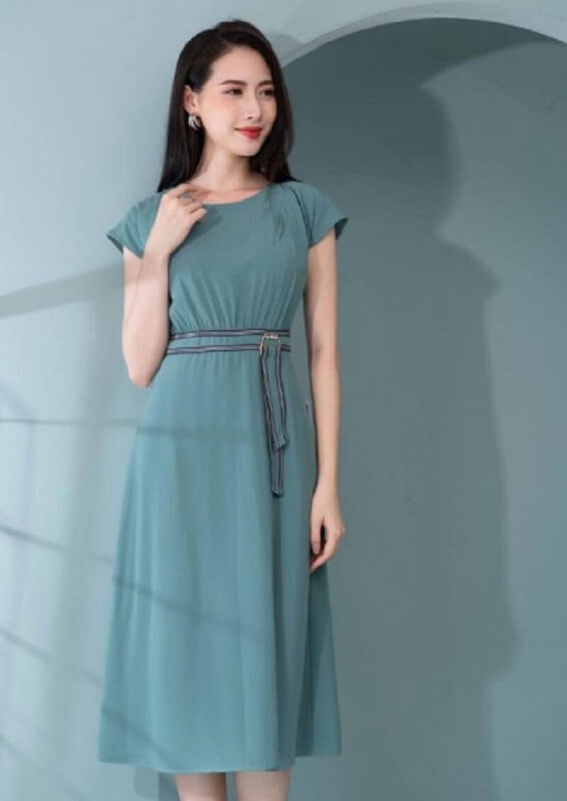 Váy xòe liền thân dáng midi trẻ trung, cá tính