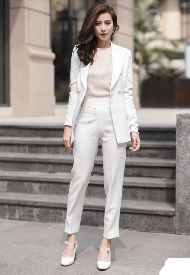 Set vest làm nổi bật sự chuyên nghiệp cho quý cô công sở