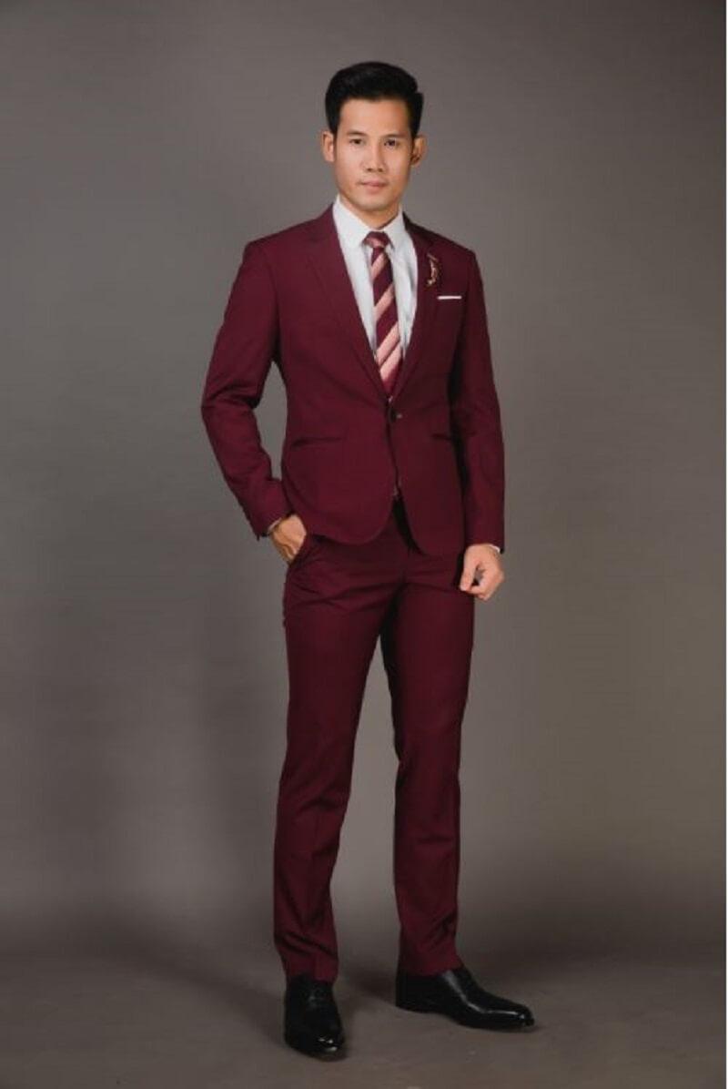 Trang phục màu đỏ cho các quý ông