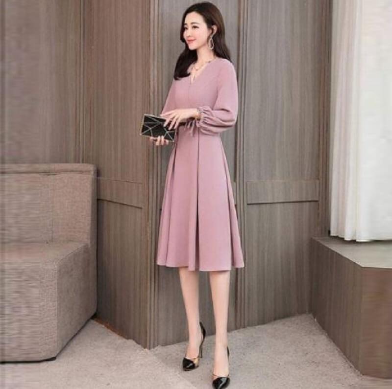 Nên chọn các mẫu trang phục màu hồng phù hợp khi đi làm