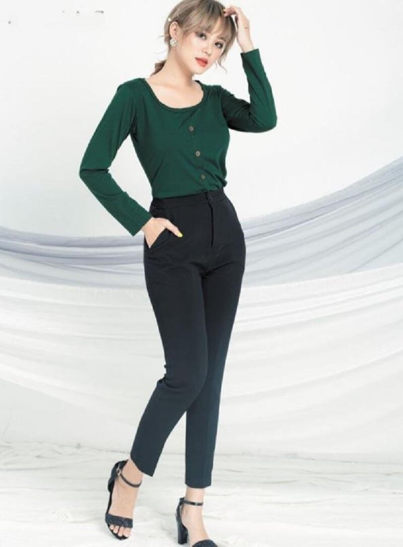 Trang phục đơn giản và hợp phong thủy cho cô gái công sở mệnh mộc