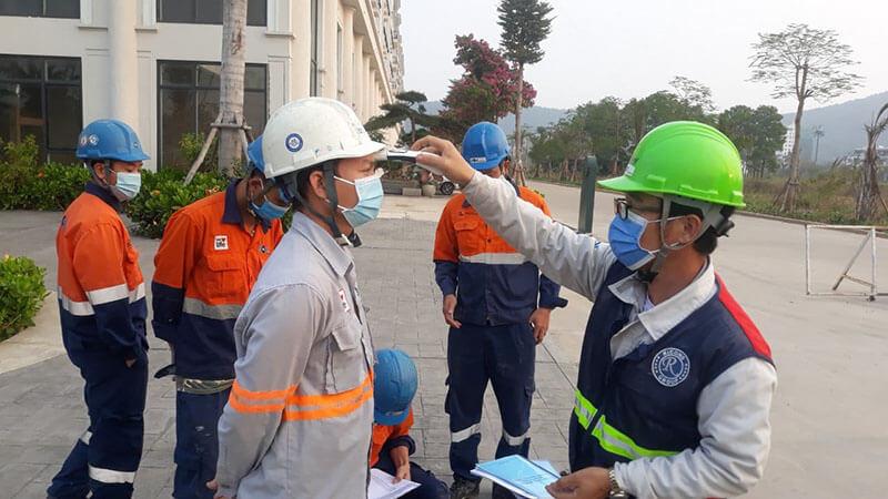 Những kỹ sư và công nhân VSL trên công trường
