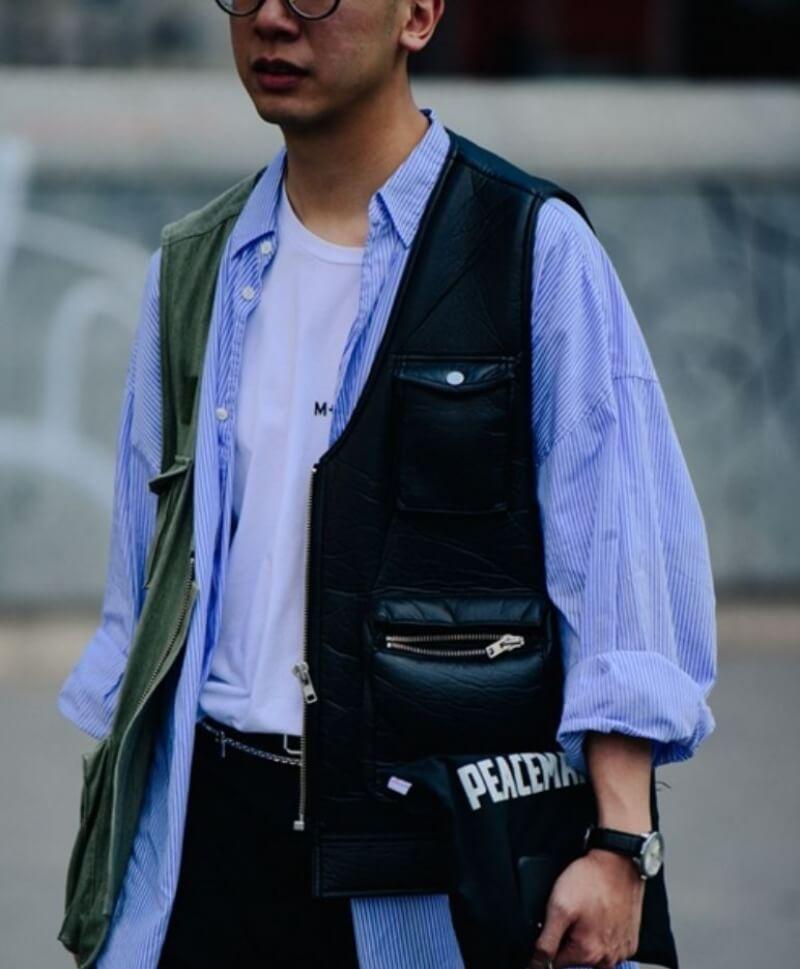 mẫu thời trang với áo ký giả 2